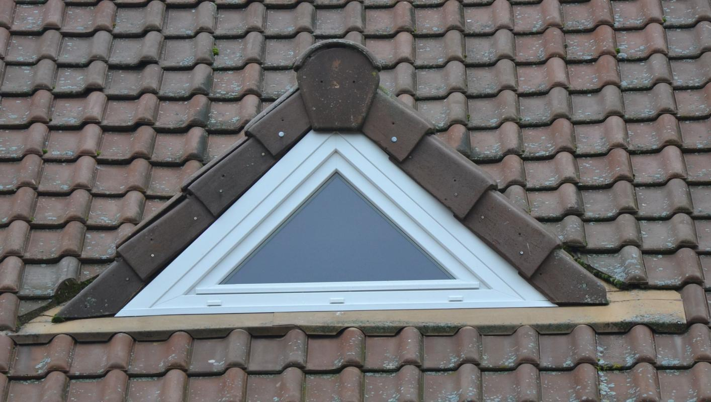 Volet roulant fenetre triangulaire for Fenetre triangle